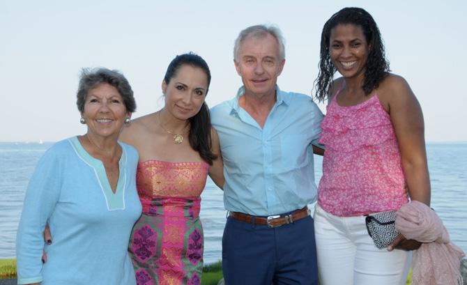 Susie Baker, Roxana Bowgen, Roger Bowgen, Elizete Oliveira