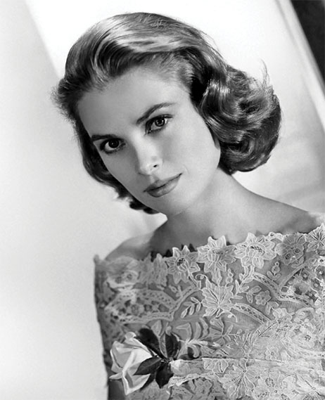 Grace Kelly c. 1954Photo by Metro-Goldwyn-Mayer (eBay front back) [Public domain], via Wikimedia Commons