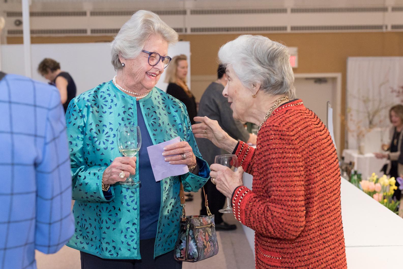 Susie Emery, Helen Dixon