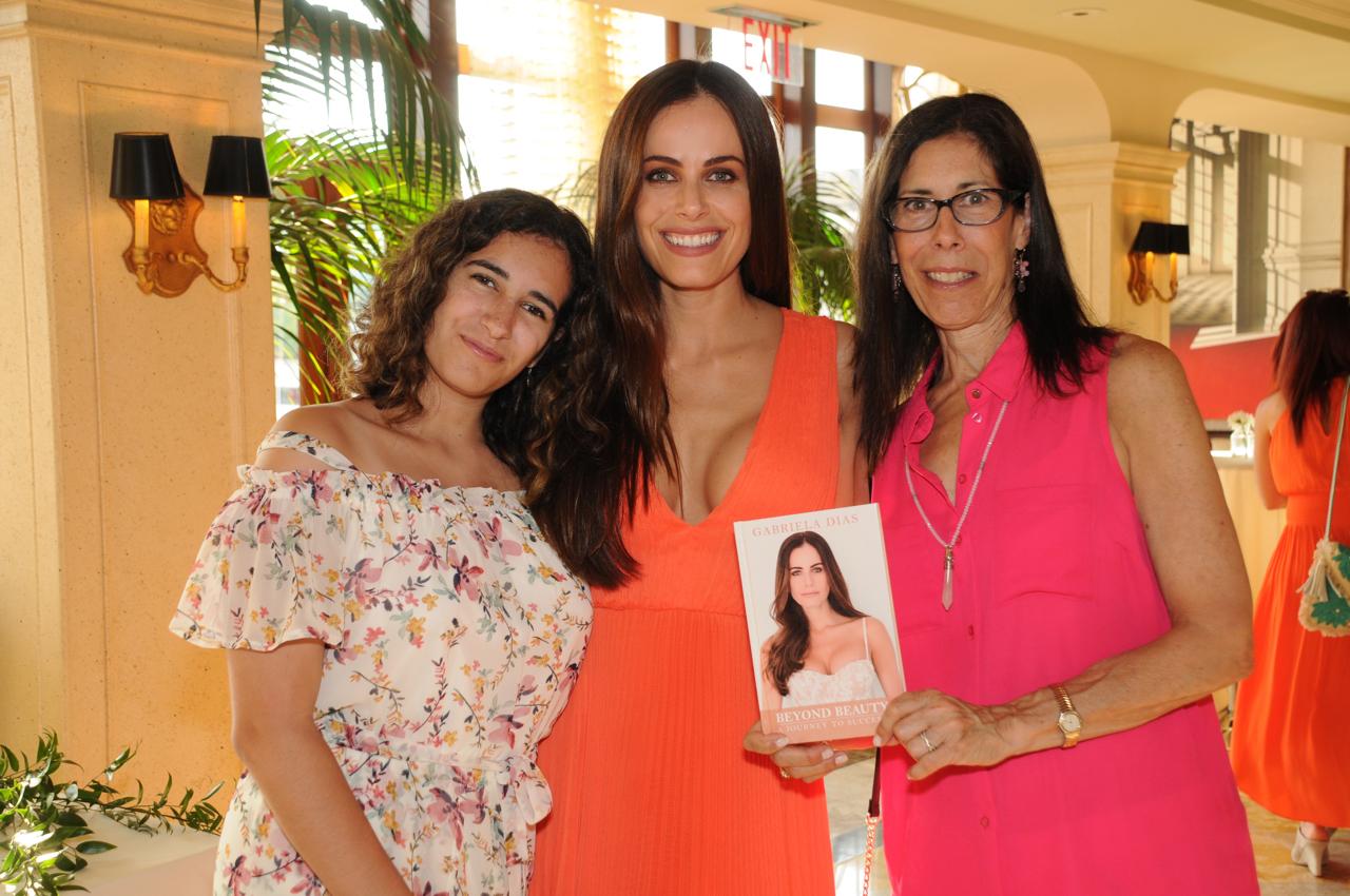 Elana Mariani, Gabriela Dias, Nancy Mariani