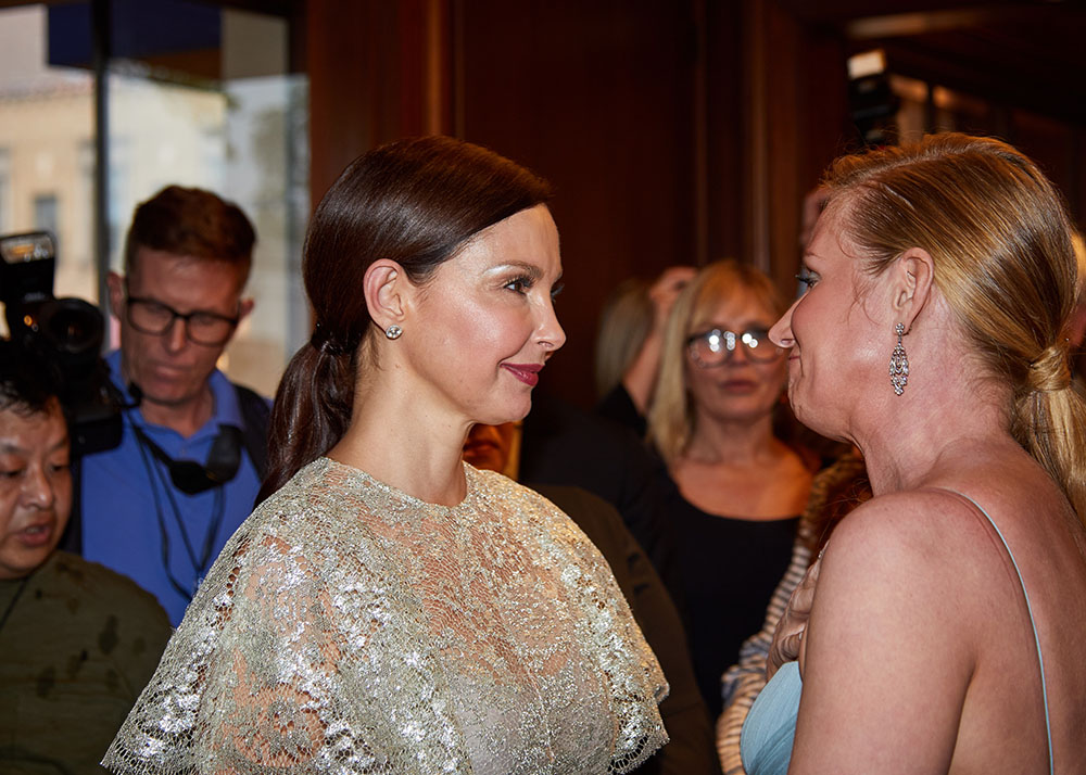 Ashley Judd, Colleen deVeer